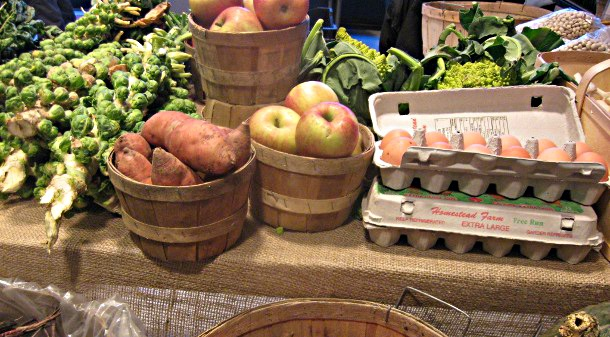 Indoor farmers&#039; market, fresh produce
