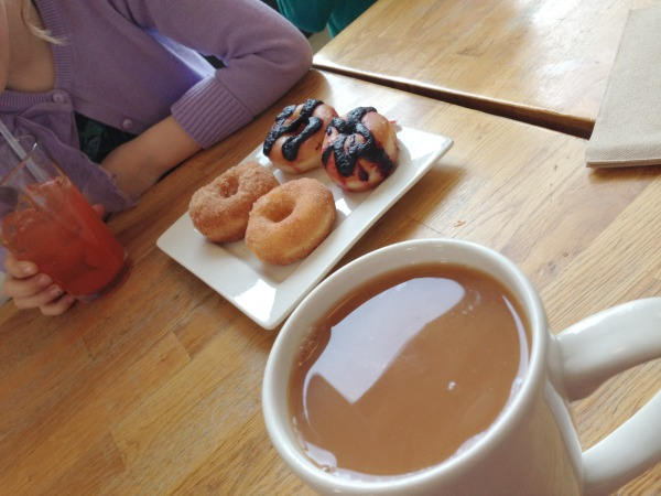 crema tea and doughnuts
